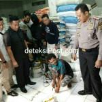 Polisi Mengamankan 700 Karung Beras Merek Putri Sejati dan Ratu Ayu.