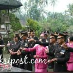 Hari Bhayangkara ke 72 Wakapolres Bangli Pimpin Ziarah ke TMP Pengelipuran