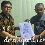 Ketua Dewan Pendiri IMO-Indonesia  Menyerahkan Akta Pendirian Kepada Ketua Umum HPI
