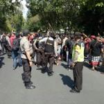 Anggota Polisi Amankan Aksi Damai Menolak IMF-World Bank 2018