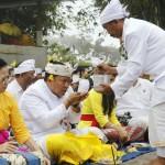 Hari Pagerwesi, Bali police chief Sembahyang to Pura Lempuyang Luhur
