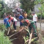 Antisipasi Curah Hujan Tinggi Babinsa Dorong Masyakarat Karya Bakti