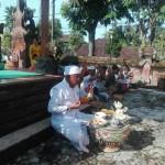 Umat Hindu Kodim Bangli Sembahyang Hari Raya Kuningan