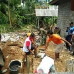 Warga Binaan Bantu Giat Bedah Rumah Di Lokasi TMMD.