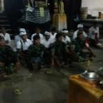 Satgas TMMD Bersama Masyarakat Sembahyang Di Pura Puseh Tampuagan