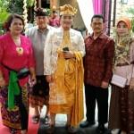 Puncak Acara Pernikahan Kedua Putra Putrinya dalam Tradisi Bali.