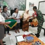 Komandan Kodim 1609/Buleleng, Serahkan Santunan Watzah Kepada Ahli Waris