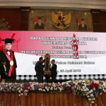 The chairman of the Senate of Udayana University Gives His Hope to the Bali Police Chief