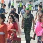 Kedatangan Ibu Wapres RI Tiba di Bali, Disambut Pangdam IX/Udayana