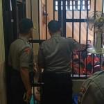 Tim Kabag Ops Periksa Ruang Tahanan, Tidak Ditemukan Barang Narkoba.