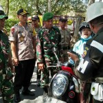 Tim Operasi Gabungan, Amankan Warga Sipil Pakai Seragam TNI