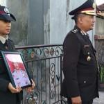 Jenazah Iptu Ketut Rana, Anggota Polair Polda Bali, Diupacarai Secara Dinas Kepolisan.
