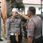Kapolres Klungkung Beserta Personel Laksanakan Cek Suhu Tubuh