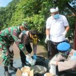 Aparat TNI-Polri Bersama Pemkab Gianyar Spraying Desinfektan Wilayah Kota Gianyar