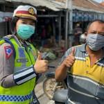 Operasi Keselamatan Agung 2020, Sat Lantas Polres Gianyar Bagikan Masker Ke Pengendara.