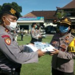 Kapolres Tabanan AKBP Mariochristy P.S. Siregar, S.I.K., M.H. Serahkan APD Bantuan Kapolda Bali Kepada Sat gas Reaksi Cepat