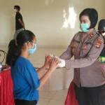 Kompol Utariani Salurkan Tali Kasih Berupa Sembako di Yayasan LKSA Widhya Asih Bali.