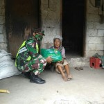Dampak Covid-19, Babinsa Pulau Terluar Bagikan Sembako Bantuan Pangdam IX/Udayana Untuk Warga.