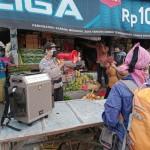 Cegah Covid-19, Satbinmas Polres Badung Grebek Pasar, Himbau Warga Pakai Masker.