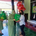 Ketua Persit Kodim Buleleng Pun Peduli Berikan Bingkisan Hari Raya Bagi Warakawuri