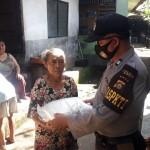Kapolsek Kintamani Polres Bangli Salurkan 200 Paket Beras Polri Kepada Masyarakat Kurang Mampu Terdampak Covid-19.