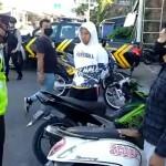 Unit Lantas Polsek Kintamani Polres Bangli Berikan Masker Kepada Pengendara Sepeda Motor