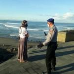 Ditengah Covid-19, Satpolair Polres Badung Patroli Dialogis di Pesisir Pantai.