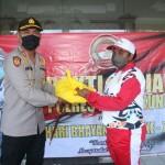 Kapolres Klungkung Berbagi Dengan   Saudara Asal Papua.