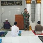 Dandim Tabanan Sampaikan, Sholat Zuhur Bersama Umat Muslim.