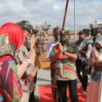 Mayjen TNI Kurnia Dewantara Laksanakan Acara Tradisi Tepung Tawar, Awali Tugas di Kodam IX/Udayana.