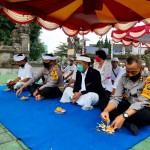 Kapolres Bangli Beserta Rombongan Melaksanakan Persembahyangan di Pura Padmasana Polsek Susut