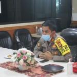Kapolres Badung, AKBP Roby Ikuti Vicon di Ruang Command Center.