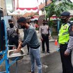 Satuan Sabhara Polres Bangli Lakukan  Pendisiplinan Protokol Kesehatan di Pasar Kidul