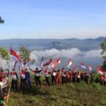 Polres Bangli Kibarkan 75 Bendera di Puncak Gunung Abang, Semarak Merah Putih.