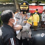 Ribuan Masker Banjiri Jalan Denpasar-Singaraja