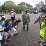 Tim Penindak Yustisi Agung Covid -19 Tindak Pelanggar Prokes di Pasar Mengwi