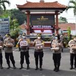Wakapolres Badung Serahkan APD Dari Kapolda Bali