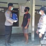 Kapolsek Gianyar Serahkan Paket Sembako Kepada Kelurahan Abian Base Gianyar.