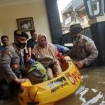 Personel TNI-Polri Dikerahkan Untuk Membantu Korban Kebanjiran