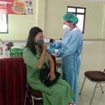 Giat Vaksinasi Tahap II Bagi Persit Dan Istri PNS Kodim Jembrana