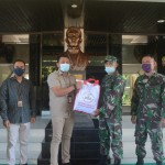Kodam IX/Udayana Distribusikan Bantuan Paket Sembako Presiden RI Untuk Masyarakat Terdampak Covid-19