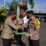 Polres Badung,  Berikan Penghargaan Kepada Kapolsek Abiansemal Bersama 14 Personil