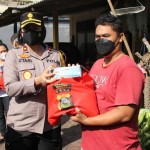 AKBP Leo Dedy Defretes Menerima Ratusan Paket Sembako di Mapolres Badung