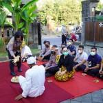 Kapolres Leo Dedy Saksikan Pembersihan Rumdis, Ala Bali