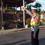 Personil Polsek Abiansemal Tergelar Melaksanakan Pengaturan Lalulitas Pagi.